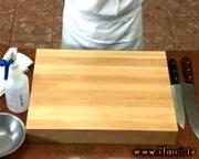 The Right Way to Sanitize the Cutting Board