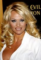 The Pamela Andersons 'Non-Dairy Vanilla Coconut Pineapple' shake