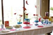 Pink or blue is the ideal color theme for baby shower table setting.