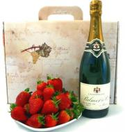 Champagne and fruits - romantic food gifts