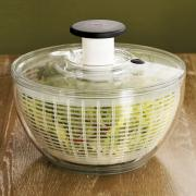 Oxo Salad Spinner is easy to handle.