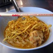 Khanom Chin Namya - rice noodles served with the fish or shrimp based gravy.