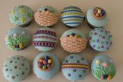 Decorating Easter Cup Cakes