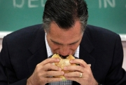 Romney eating before campaign