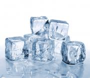 Large ice cubes are ideal for serving drinks
