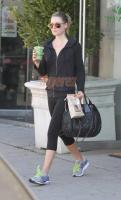 Ali Larter and her bag of cookies