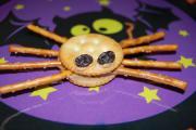 spider pretzels for Halloween