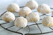 Sumptuous Mexican wedding cookies ready to be served