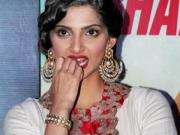 Sonam Kapoor Gets Exposed