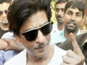 Shahrukh Khan Steps Out To Vote At Maharashtra Assembly Elections 2014
