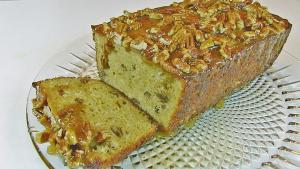 Fresh Apple Bread With Praline Topping
