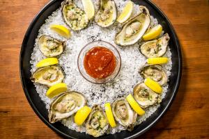 How To Shuck Prepare And Eat Oysters 1018084 By Smokyribs