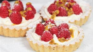How To Make Raspberry And Passion Fruit Tarts 1005885 By Videojug