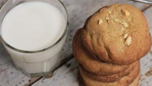 How To Make Peanut Butter Cookies 1005853 By Videojug