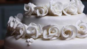 How To Decorate Your Own Wedding Cake 1006313 By Videojug
