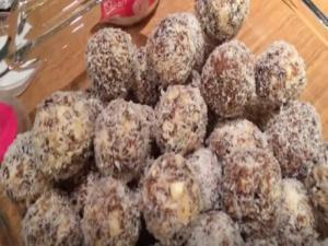 Date Cashew Balls