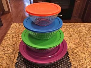 Monday Favorite Gadget Lynns Recipes Pyrex Bowl Set With Locking Lids
