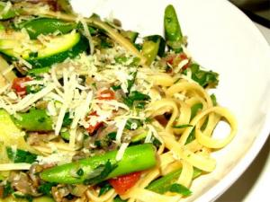 Hot Pasta Primavera With Basil Sauce