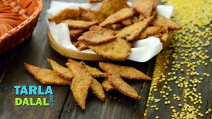 Moong Dal Crispies Jar Snacks Recipe In Hindi 1018317 By Tarladalal