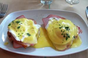 Simple Eggs Benedict