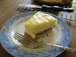 Moms Lemon Cheesecake