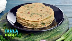 Paneer And Spring Onion Paratha Recipe In Hindi 1019639 By Tarladalal