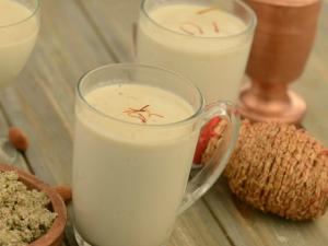 Thandai By Tarla Dalal