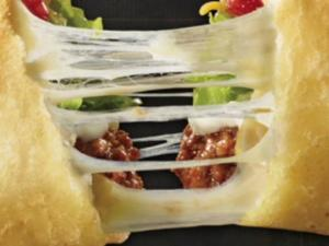 Taco Bells Quesalupa Has A Cheese Stuffed Taco Shell