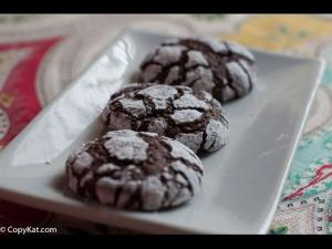 How To Make Chocolate Crinkle Cookies 1015934 By Copycat