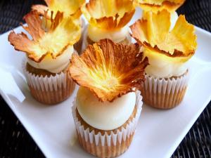 Hummingbird Cupcakes With Pineapple Flowers