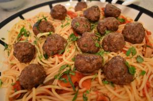 How To Cook Spaghetti Meatballs With Tomato Sauce 1018045 By Cookingwithkimberly