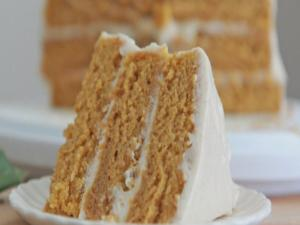 Easy Pumpkin Spice Cake With Cinnamon Cream Cheese Frosting