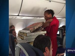 Delta Orders Pizza For Passengers On Delayed Flight