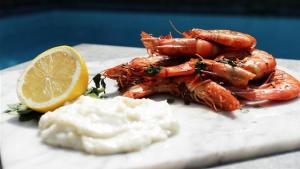 Tiger Prawns With Aioli 1005280 By Videojug