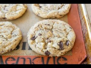 White And Dark Chocolate Chunk Cookies 1017706 By Fifteenspatulas
