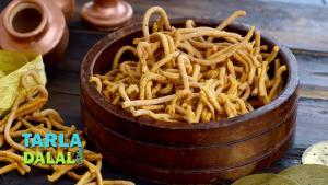 Teekha Gathiya Diwali Dry Snack 1018681 By Tarladalal