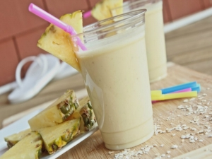 Healthy Pina Colada Breakfast Smoothie