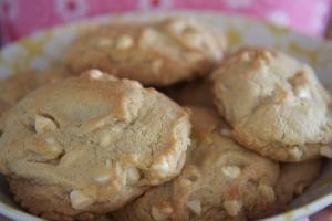 Applesauce Nut Cookies