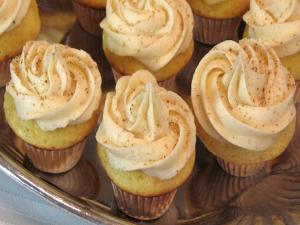 Mini Eggnog Cupcakes