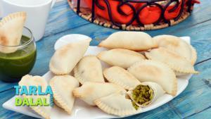 Baked Ghughra Vatana Na Ghughra Green Peas Baked Ghughra 1015180 By Tarladalal