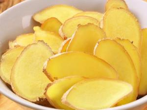 The Best Foods To Avoid Jet Lag
