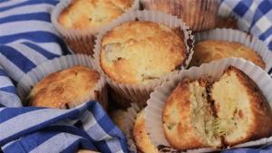 How To Make Rhubarb And White Chocolate Muffins 1005850 By Videojug
