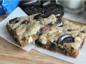 Cookies Cream Oreo Blondies