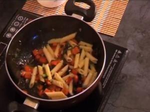 Red Pepper and Olive Pasta