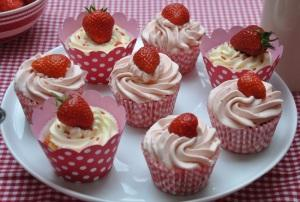 Tips To Decorate Strawberry Cupcakes