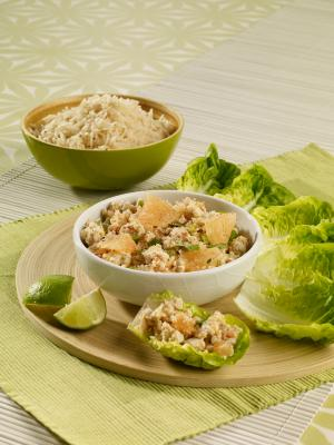 Minced chicken salad with coriander, lemongrass and pink grapefruit
