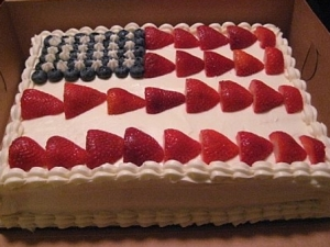 Any desert you prepare, don't forget to decorate it the red, blue and white colors of the flag