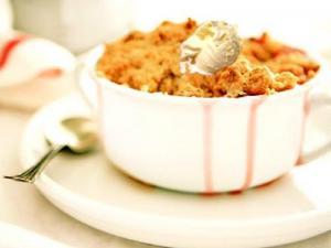Easy Rhubarb Crisp