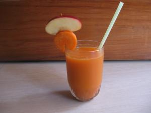 Fresh Carrot Apple Juice