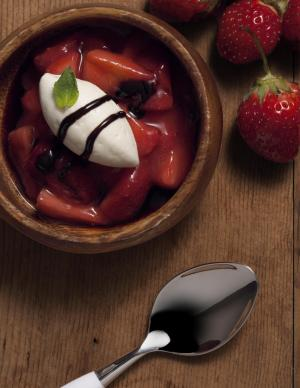 Strawberries Con Honeyed Mascarpone E Balsamic